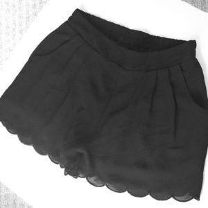 Pearl brand black scalloped shorts w/pockets sz S